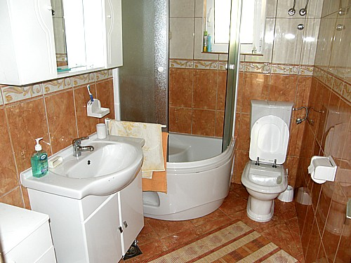 Lovely Bathroom With Bath   Apartment A5